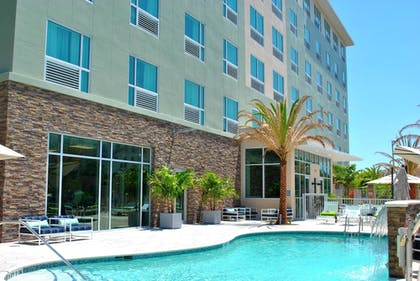 Outdoor Pool | Four Points by Sheraton Miami Airport