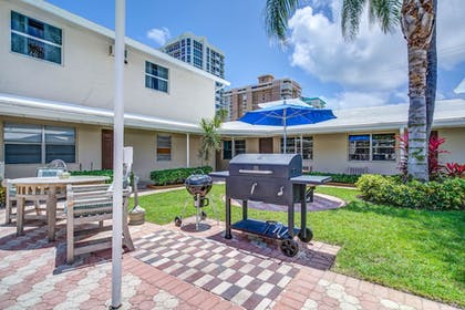 BBQ/Picnic Area | Sea Steps Suites