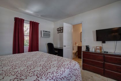 Guestroom | Sea Steps Suites
