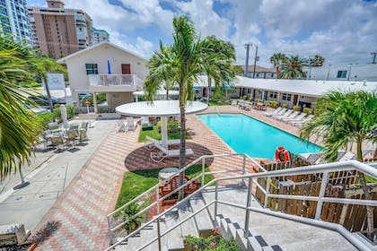 Outdoor Pool | Sea Steps Suites