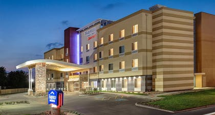 Hotel Front - Evening/Night   Fairfield Inn and Suites by Marriott Detroit Canton