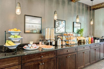 Breakfast Area | The Garrison Hotel & Suites Dover-Durham, Ascend Collection