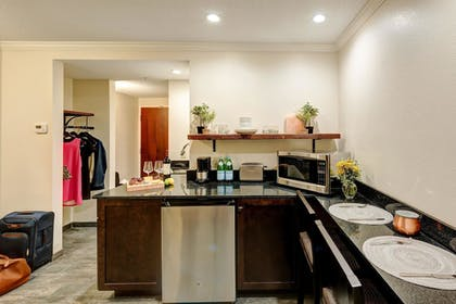 In-Room Kitchenette | The Garrison Hotel & Suites Dover-Durham, Ascend Collection