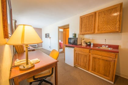 Guestroom | Pictured Rocks Inn & Suites