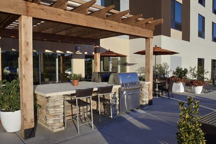 BBQ/Picnic Area   TownePlace Suites by Marriott Richmond