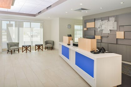 Lobby | Holiday Inn Express & Suites Chadron
