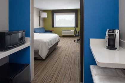 Room | Holiday Inn Express & Suites Camas - Vancouver