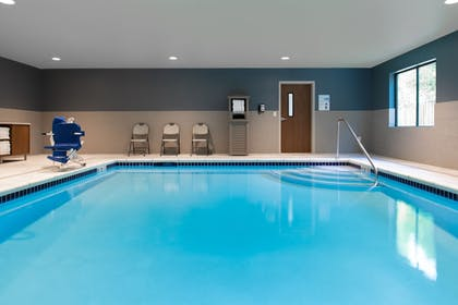 Pool | Holiday Inn Express & Suites Camas - Vancouver