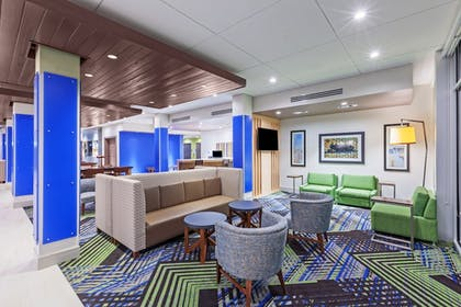 Lobby | Holiday Inn Express & Suites Chanute