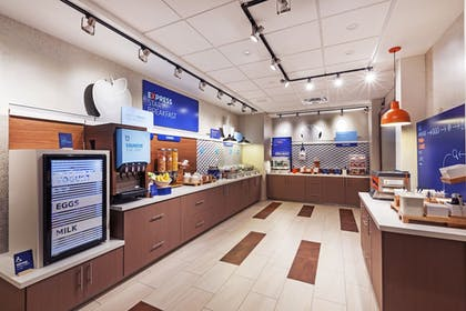 Restaurant | Holiday Inn Express & Suites Chanute