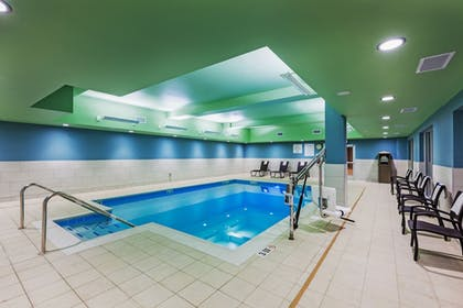 Pool | Holiday Inn Express & Suites Chanute