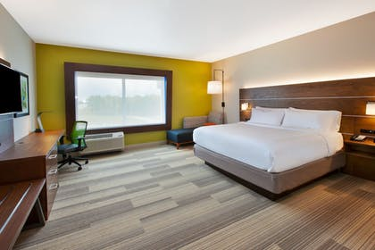 Guestroom | Holiday Inn Express & Suites South Hill
