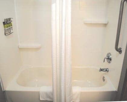 Bathroom | Holiday Inn Express & Suites Columbia City