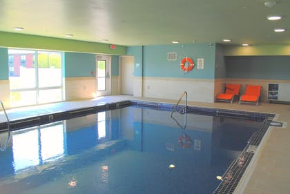 Pool | Holiday Inn Express & Suites Columbia City