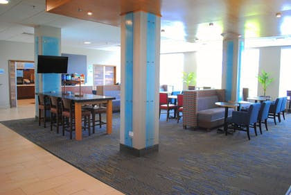 Restaurant | Holiday Inn Express & Suites Columbia City