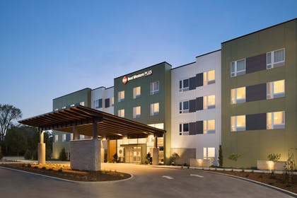 Hotel Front - Evening/Night | Best Western Plus Peppertree Nampa Civic Center Inn