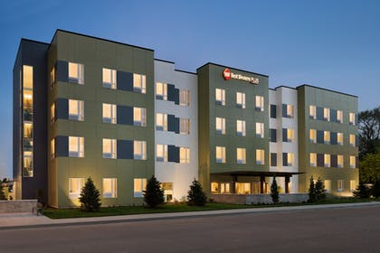 Hotel Front | Best Western Plus Peppertree Nampa Civic Center Inn