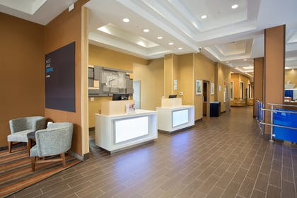 Lobby Sitting Area | Holiday Inn Express Springfield Downtown