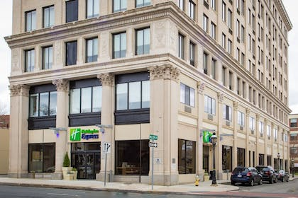 Featured Image | Holiday Inn Express Springfield Downtown
