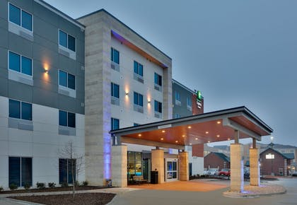 Exterior   Holiday Inn Express And Suites Plano East