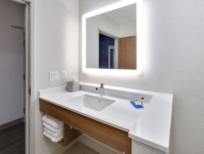 Bathroom   Holiday Inn Express And Suites Plano East