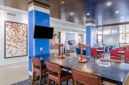 Lobby | Holiday Inn Express & Suites Atchison