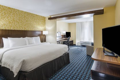Guestroom | Fairfield Inn & Suites by Marriott Abingdon