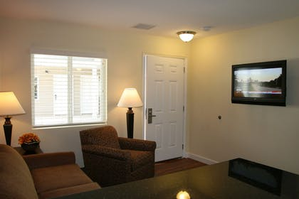 Living Room | Affordable Suites Mooresville LakeNorman