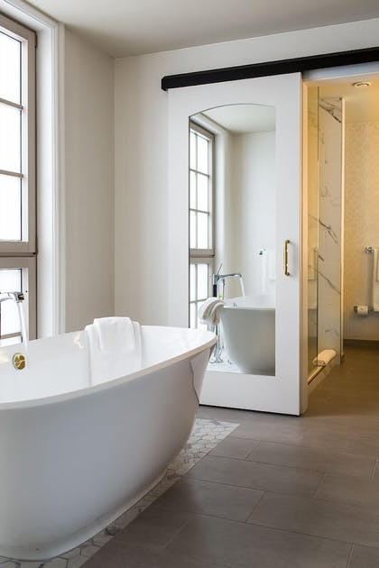 Deep Soaking Bathtub | Delamar West Hartford