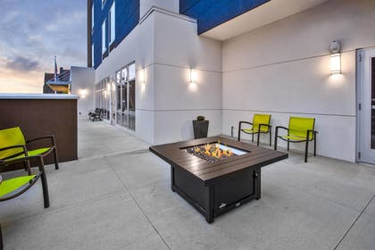 Porch | SpringHill Suites by Marriott Pittsburgh Butler/Centre City