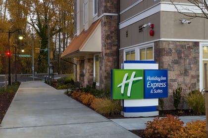 Exterior | Holiday Inn Express & Suites Seattle South - Tukwila