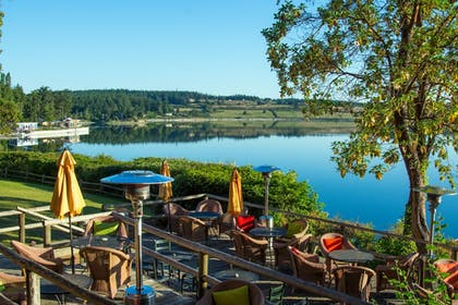Outdoor Dining | Captain Whidbey