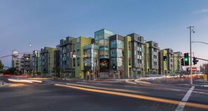 Hotel Front | Global Luxury Suites in Emeryville