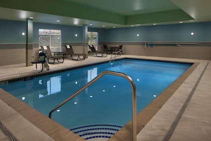 Pool | Holiday Inn Express & Suites Portland Airport - Cascade Stn