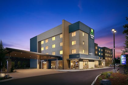 Featured Image | Holiday Inn Express & Suites Portland Airport - Cascade Stn
