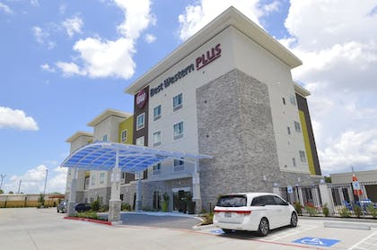 Hotel Front | Best Western Plus Pasadena Inn and Suites