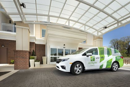 Airport Shuttle | Holiday Inn Hotel & Suites-Asheville-Biltmore VLG Area