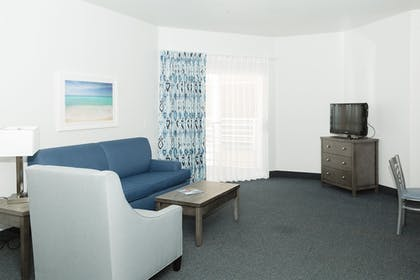 Living Room | Beachfront Inn and Suites at Dana Point