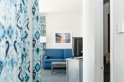 Guestroom | Beachfront Inn and Suites at Dana Point