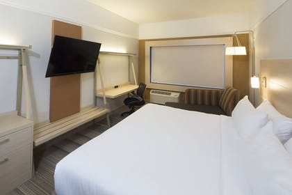 Guestroom   Holiday Inn Express and Suites Portage
