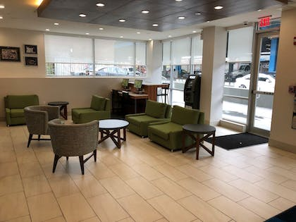 Lobby | Holiday Inn Express-Bronx