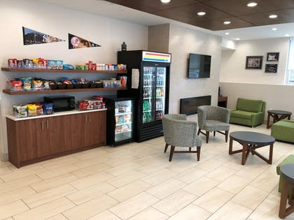 Snack Bar | Holiday Inn Express-Bronx