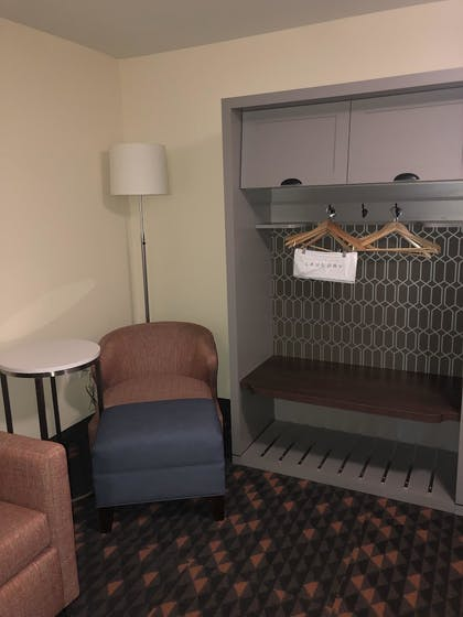 Guestroom | Holiday Inn Hotels and Suites Mount Pleasant