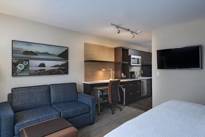 Guestroom | TownePlace Suites by Marriott Tacoma Lakewood