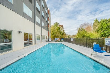 Pool | Holiday Inn Express & Suites Greenville SE - Simpsonville