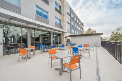 Outdoor Dining | Holiday Inn Express & Suites Greenville SE - Simpsonville
