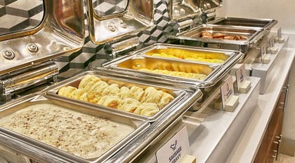 Buffet | Holiday Inn Express & Suites Chalmette - New Orleans S