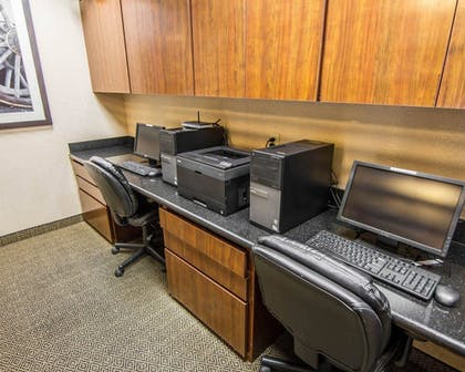 Business Center | Comfort Suites Marshall