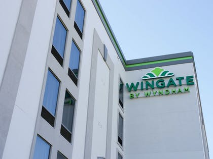 Hotel Front | Wingate by Wyndham Louisville Fair and Expo