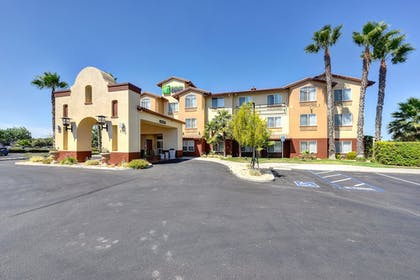 Hotel Front | Holiday Inn Express Hotel & Suites Manteca